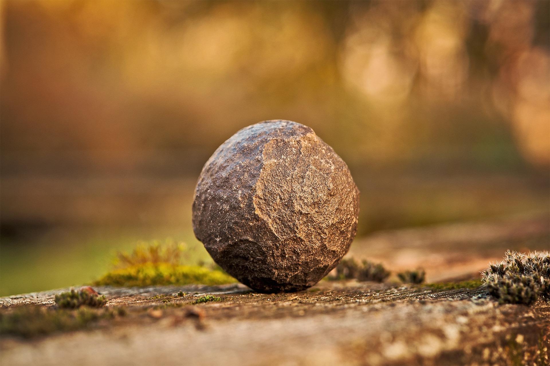 sophrologie - pierre sur le sol